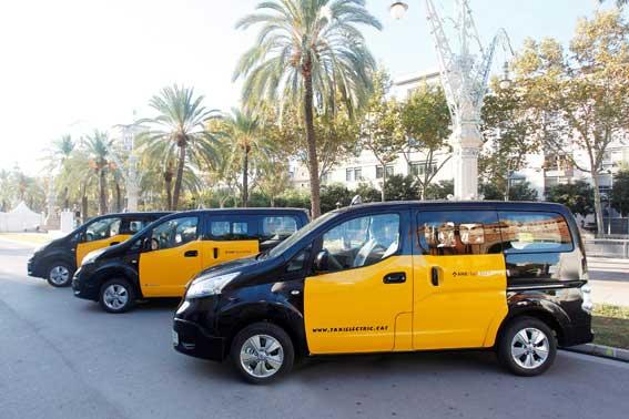 Se entregan en Barcelona taxis Nissan e-NV200