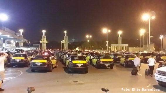 Colau combatirá y perseguirá los taxi ilegales