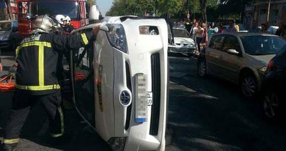 Taxista ebrio sufre un accidente de tráfico