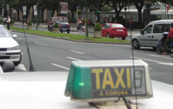 Los taxistas de A Coru�a, molestos con la tardanza en el cobro de bonos