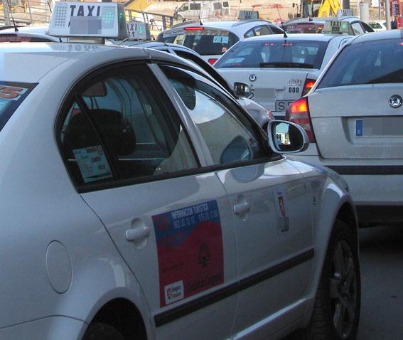 El Gobierno de Aragón y los taxistas piden a la Policía más control sobre las VTC
