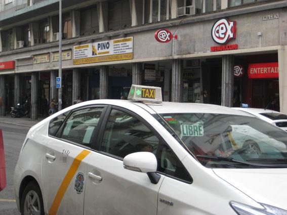 El taxi se concentrará ante Fomento por el retraso en regular las VTC
