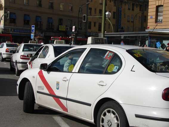 El acuerdo entre Madrid y Moovit enfada al sector del taxi
