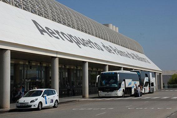 La tarifa del aeropuerto de Mallorca, divide al taxi