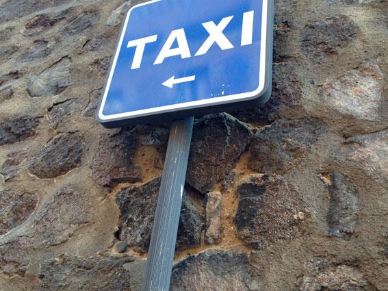 El taxi de Sant Antoni reclama vehículos de siete plazas