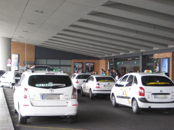 Tensi�n con autobuses en el aeropuerto de Sevilla