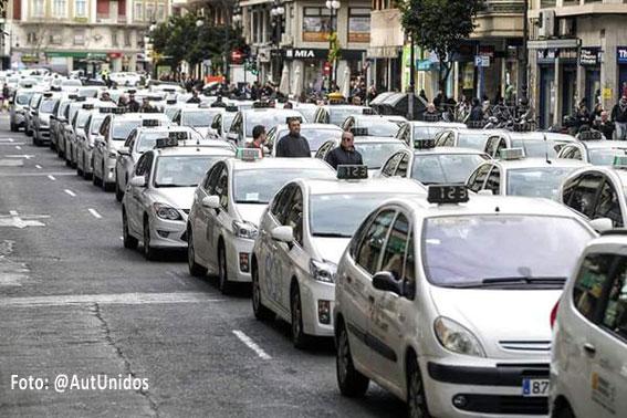 Valencia clama contra la corrupción en el taxi