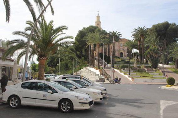 Granada presenta su apuesta por el taxi turístico