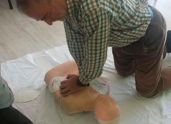 Socios de AEMA reciben un curso de primeros auxilios