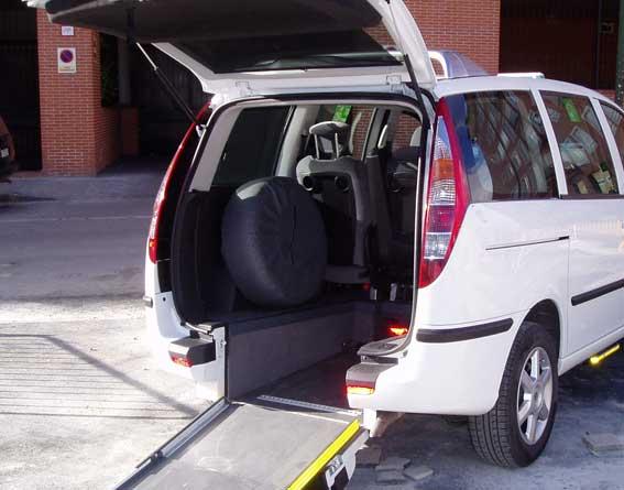 Más de 200 ayudas para taxis adaptados y de bajas emisiones