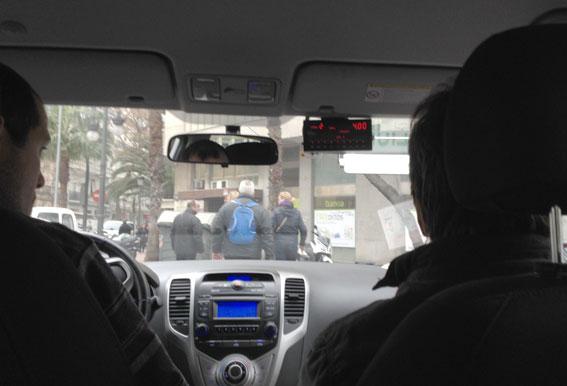 """""""Los taxis legales tienen la obligación de usar el taxímetro"""""""