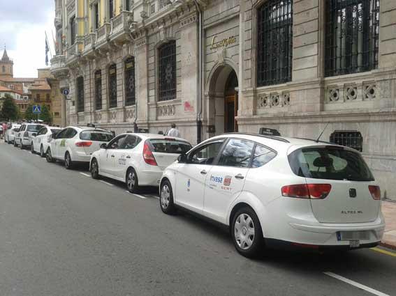 Taxistas de Oviedo en contra del descanso obligatorio