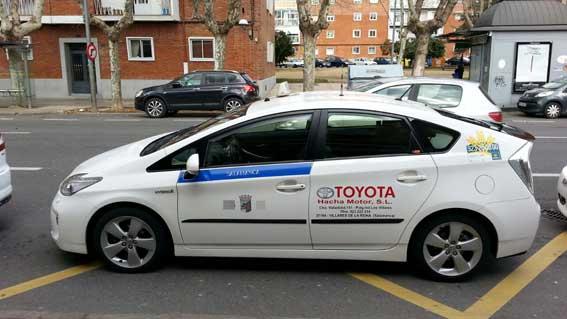 Detenida una mujer por agredir a dos taxistas