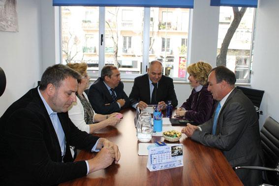 Aguirre apoya al taxi en su lucha contra el intrusismo