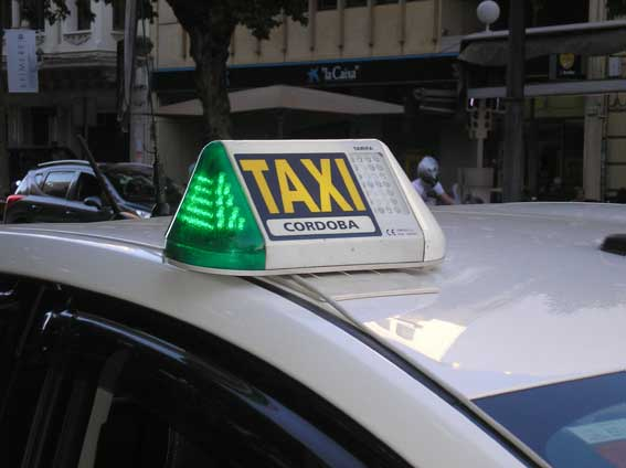 El taxi protesta en Córdoba para exigir una regulación de VTC