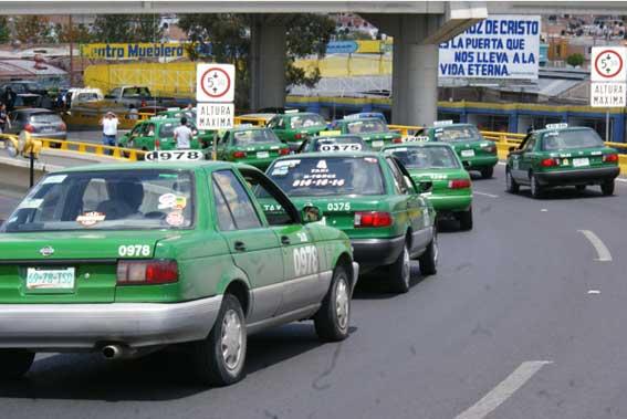 Ciudad mexicana retira 130 taxis por antiguos