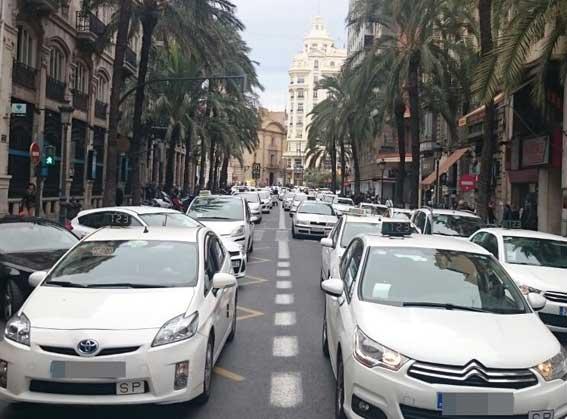 Los taxistas deciden promocionar sus servicios