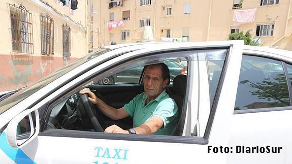 Devuelve 7.200 dólares olvidados en un taxi