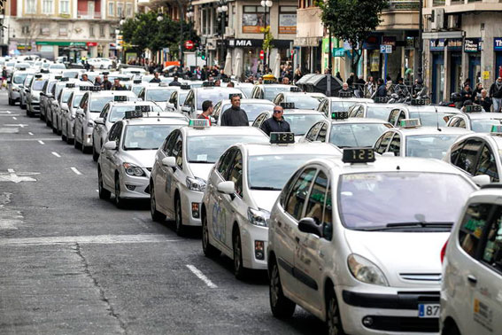 El taxi valenciano se manifiesta mañana frente a la Generalitat