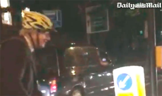 Duras palabras entre un taxista y el alcalde de Londres por Uber