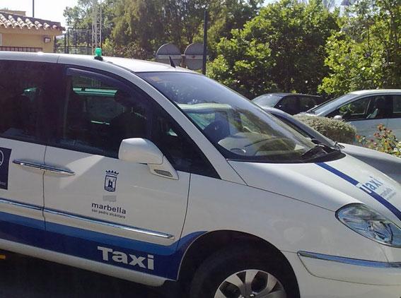 Paro en Marbella en protesta por la agresión a un taxista