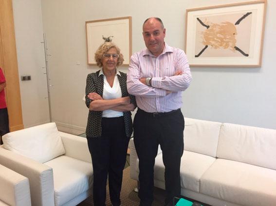 La alcaldesa Carmena se reúne con AGATM