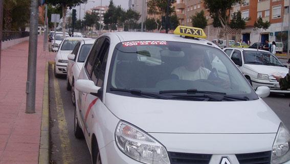 Detenido un hombre por atracar a punta de navaja a cuatro taxistas