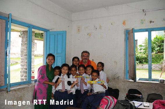 RTT Madrid dona material escolar a Nepal
