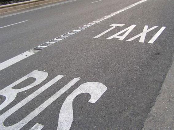 Nuevo coche para sancionar las infracciones en el carril bus-taxi
