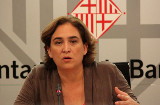 Ada Colau recibe a los taxistas de Barcelona