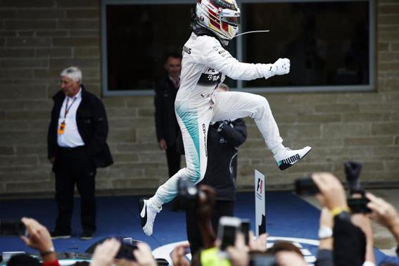 Lewis Hamilton alcanza a su ídolo