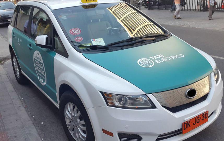 Los primeros taxis eléctricos ya circulan en Santiago de Chile