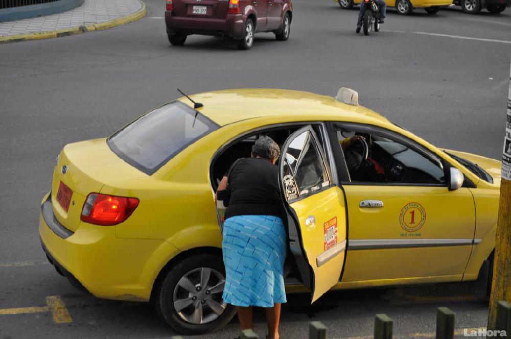 """Codotatur acusa a las autoridades de permitir la actividad """"ilegal"""" de Uber"""