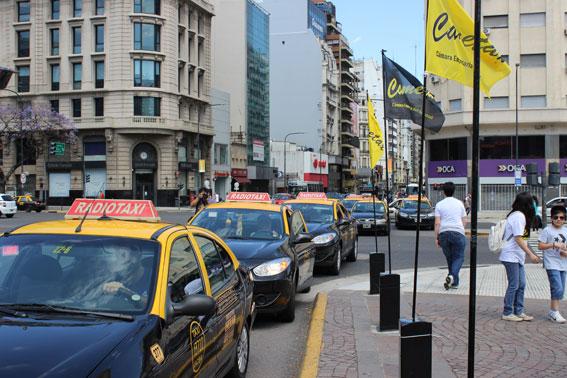 El taxi de Buenos Aires denuncia a los directivos de Uber