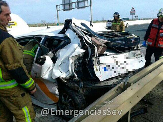 Fallece una mujer en un taxi a causa de un accidente