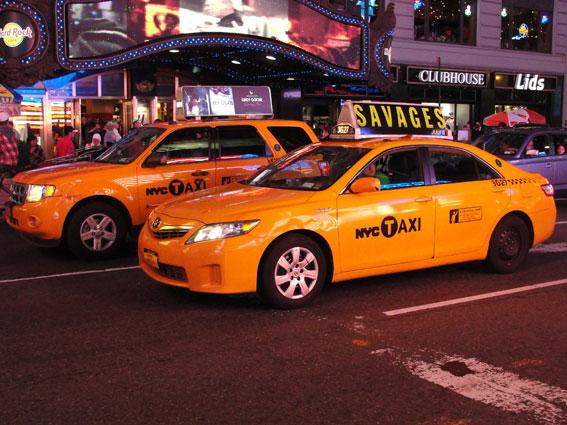 Los taxistas de Nueva York cortan el puente de Brooklyn en sus protestas