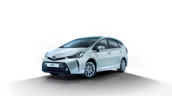 Toyota mira hacia el taxi con el Prius+