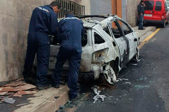 Se investiga el incendio del taxi de Miguel Ojeda en Sta. Cruz