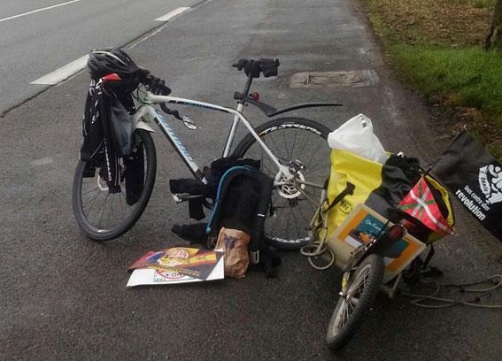 Concluye el viaje en bici de Mikel, taxista bilbaíno
