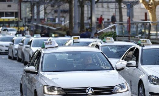 Ourense en Común defiende la implantación de un bono taxi