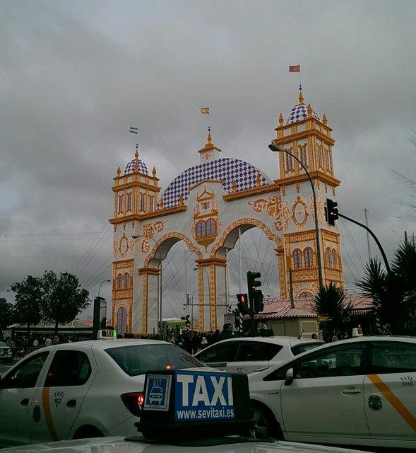 El taxi vive un gran primer fin de semana de Feria