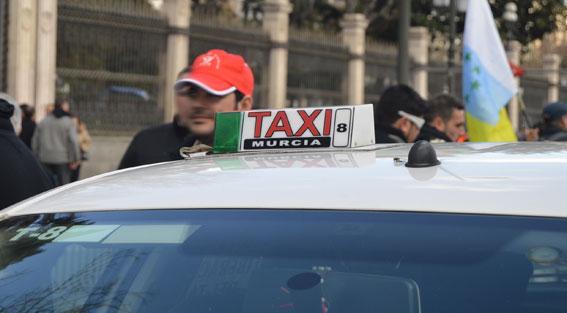 Murcia permite contratar el taxi por plazas