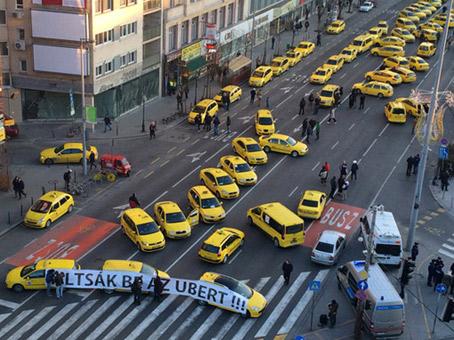 Taxistas bloquean Budapest en protesta contra Uber