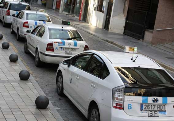 Taxistas onubenses piden retirar licencias