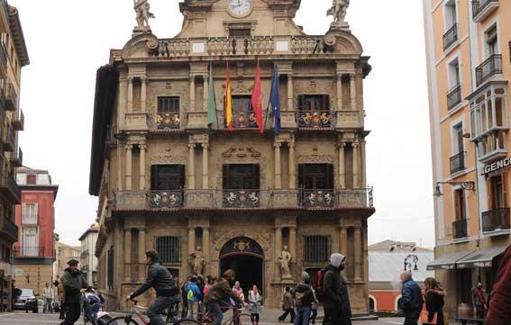 """Inmovilizados tres """"taxis piratas"""" en Pamplona"""