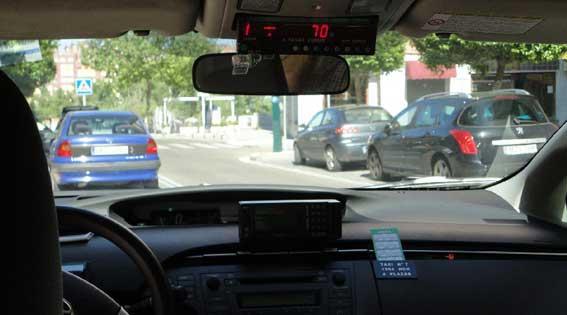 Los taxis solo podrán trasladar a una persona por vehículo