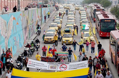 El taxi de Colombia anuncia una huelga tras el regreso de Uber