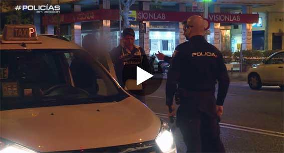 �Polic�as en Acci�n� atiende la llamada de un taxista en apuros