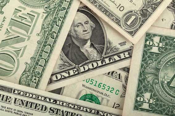 Taxista devuelve un maletín olvidado con 500.000 dólares en su coche