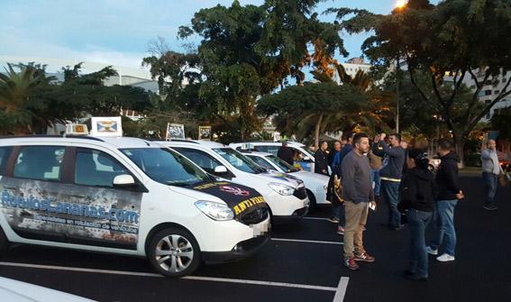 Casi 400 taxistas protestan en el centro de S.C de Tenerife